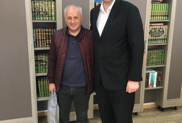 "Glavni imam doc. dr. hafiz Kenan-ef. Musić primio g. Huseina Titorića, direktora marketinške firme ""Plakat.ba"""