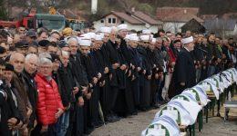 Hadžići: Klanjana dženaza žrtvama ekshumiranim iz masovne grobnice Lokvice-Igman