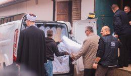 """Džematski odbori, džematlije i sarajevski imami donirali 250 deka migrantima u Prihvatnom centru """"Ušivak"""" kod Hadžića"""