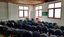 Džuma-namaz u prihvatnim centrima za migrante Ušivak i Blažuj