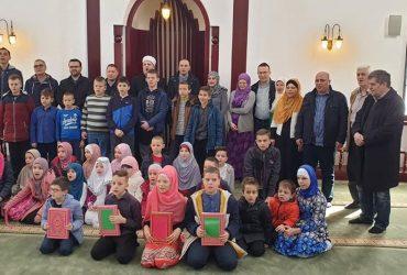 Promocija novih učača Kur'ana Časnog u mektebu Alipašino Polje C Faza