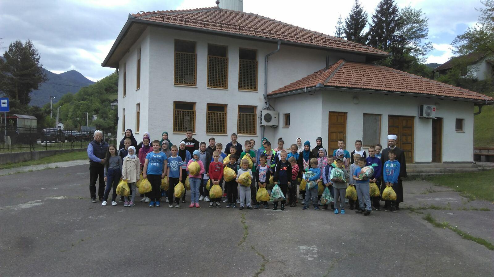 Bajramski pokloni mekteblijama džemata Prača-Hrenovica