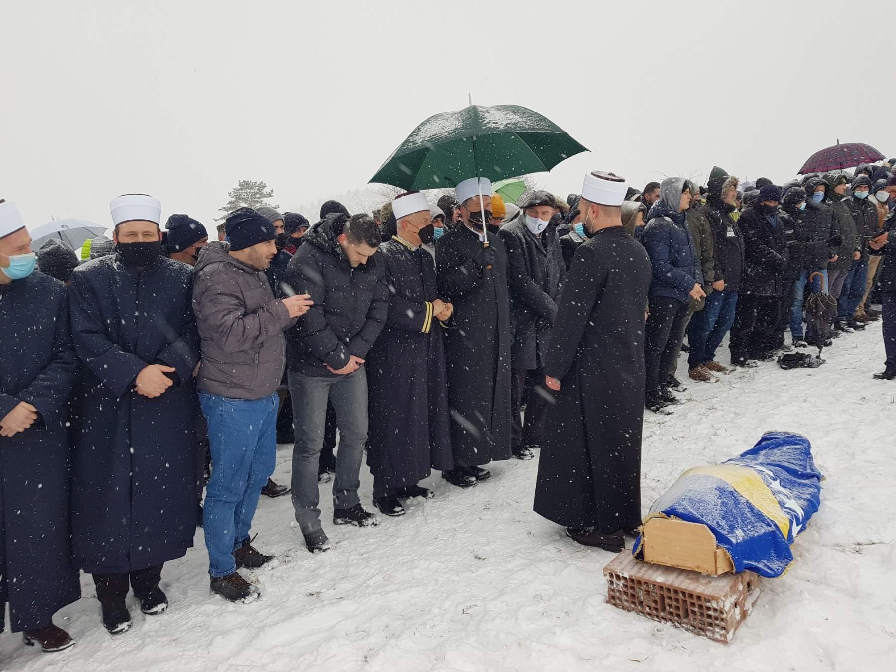 Klanjana dženaza profesoru Mahmutu Karaliću