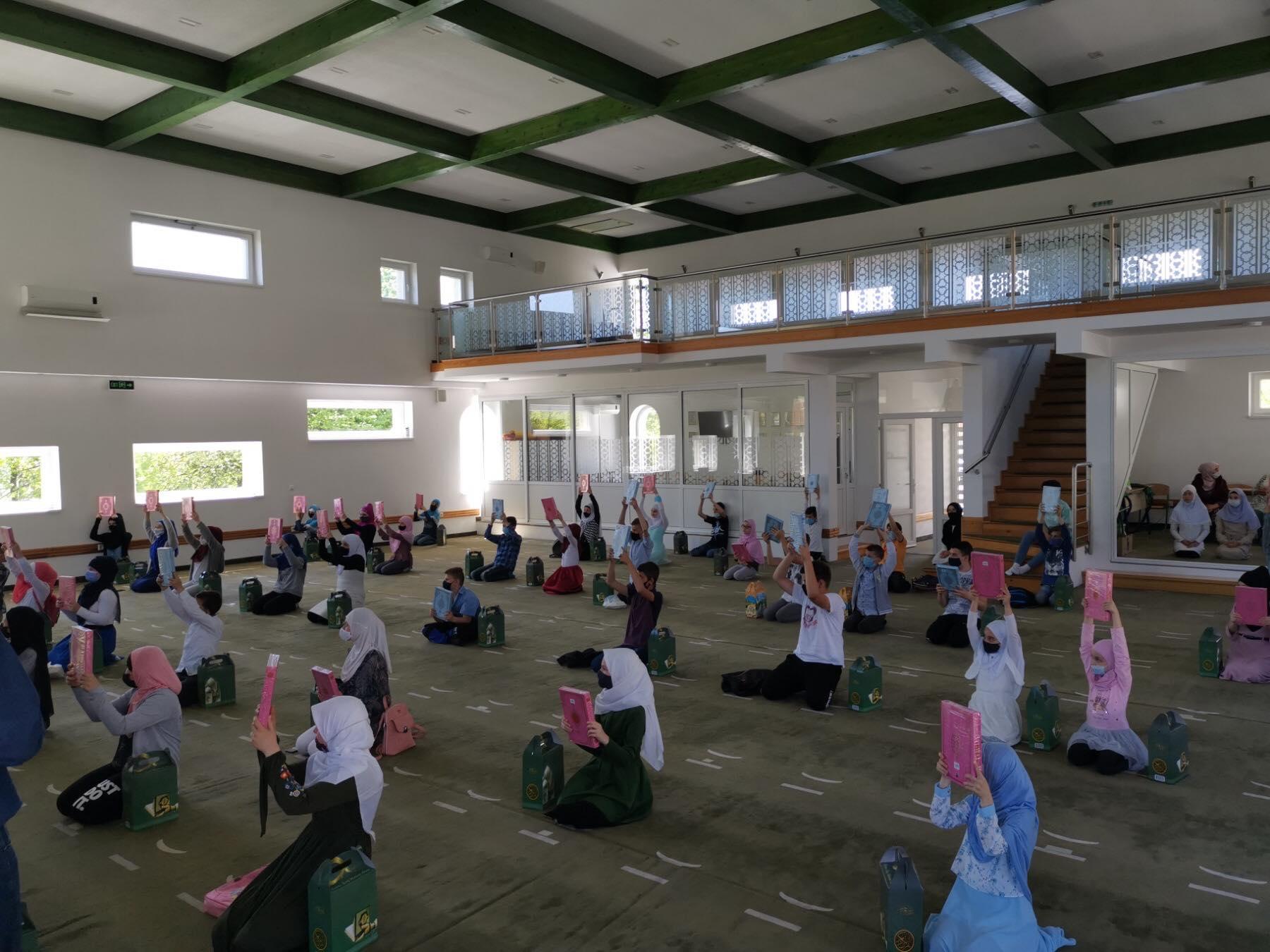 Nakon mubarek Noći kadr  u Podlugovima 27. dana ramazana promovisano 60 novih učača Kur'ana